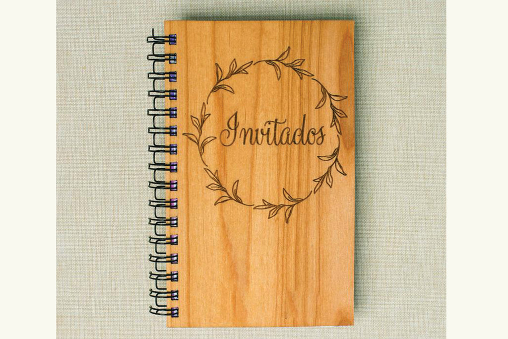 Invitados Personalized Wedding Guest Wood Journal