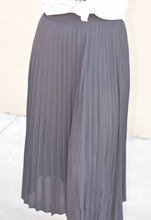 Load image into Gallery viewer, Pleated Skirt Black