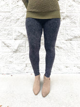 Load image into Gallery viewer, Acid Wash Leggings Curvy
