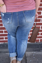 Load image into Gallery viewer, Lex Curvy Boyfriend Jeans