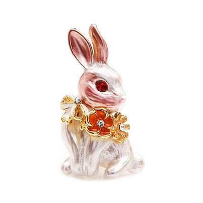 Bunny Brooch w Flowers