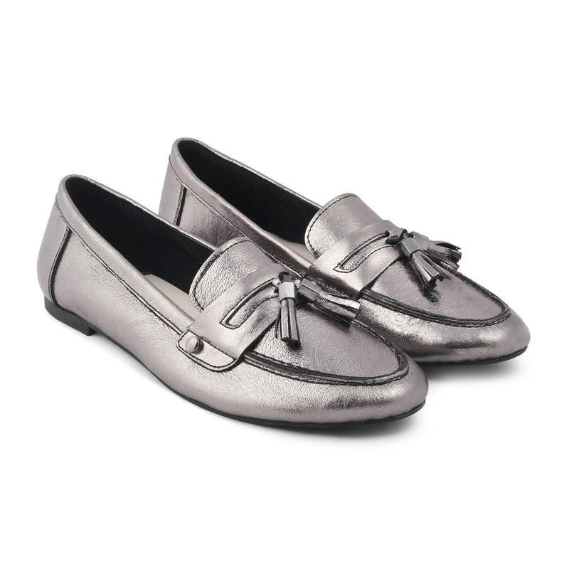 The Reagan PewterPewter Tassel loafers with shimmer body - Tresmode