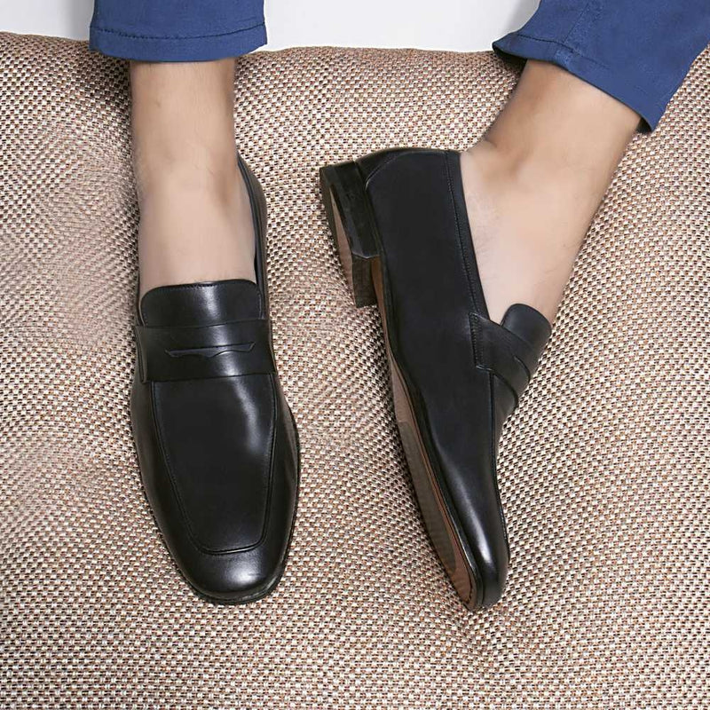 The Pietro Navy - Navy Penny loafers with apron toe - Tresmode