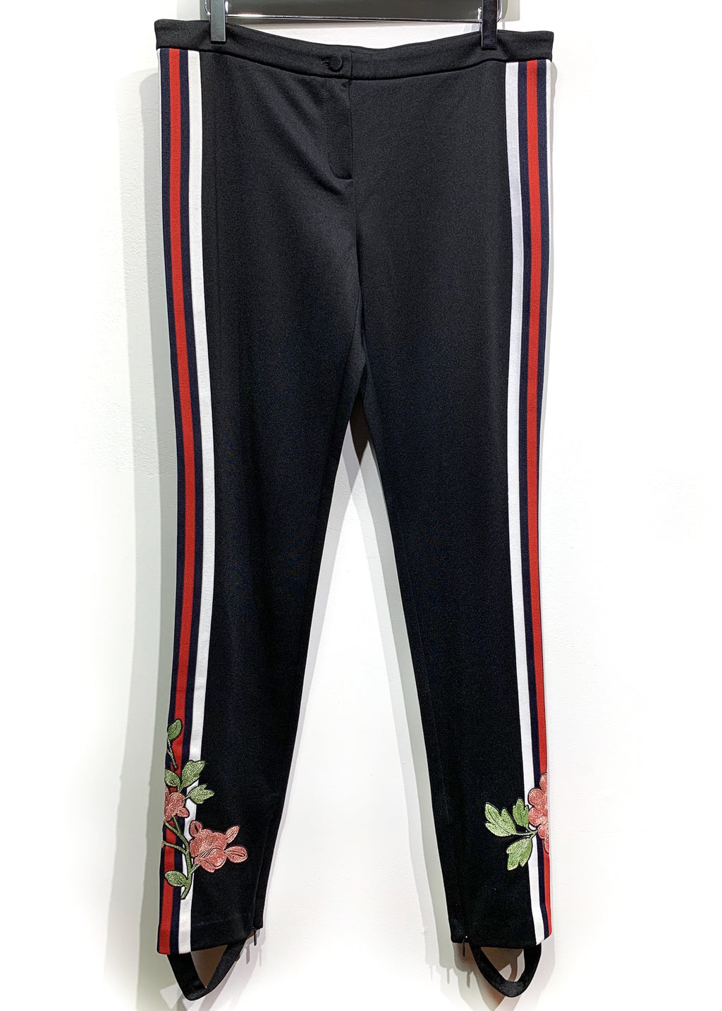 Gucci 2017 Runway Black Flower Embroidered Stirrup Mid-rise Leggings