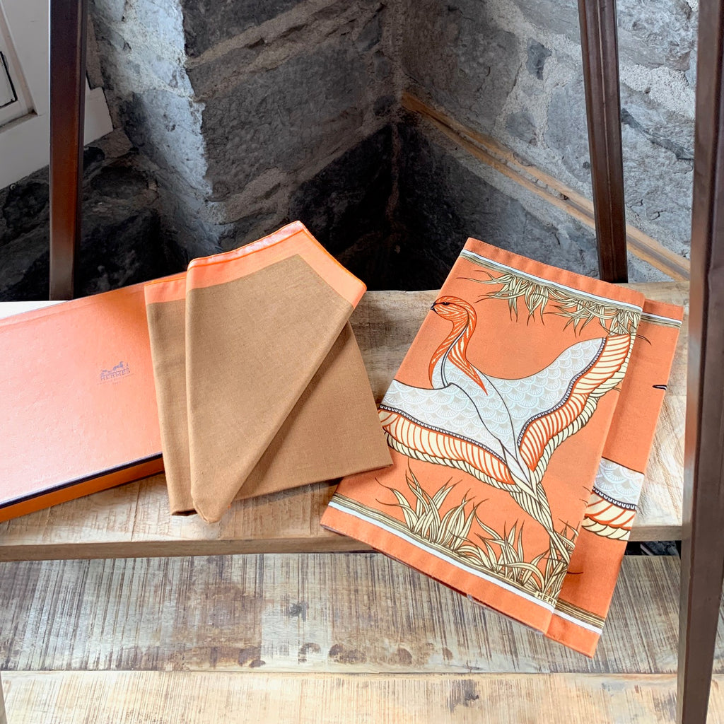 Hermès Set of 2 Bird Print Placemats & Brown Orange Napkins