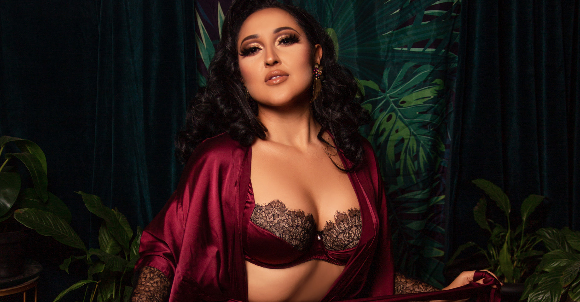 Luxury silk and lace bra and robe for G cup sizes