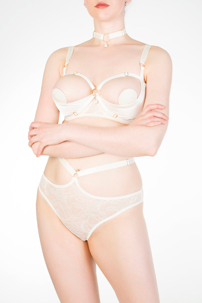 Eira / Alycya harness worn as over cup straps on quarter cup bra