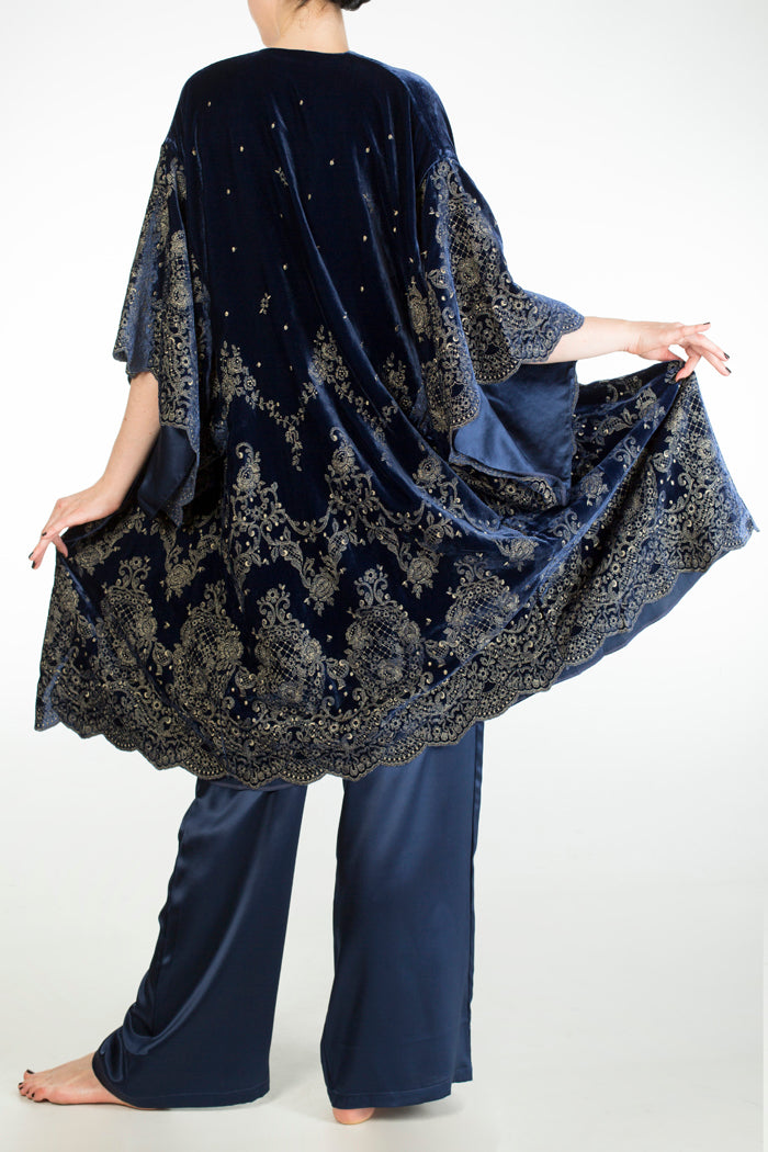 Evelyn Midnight Velvet Robe