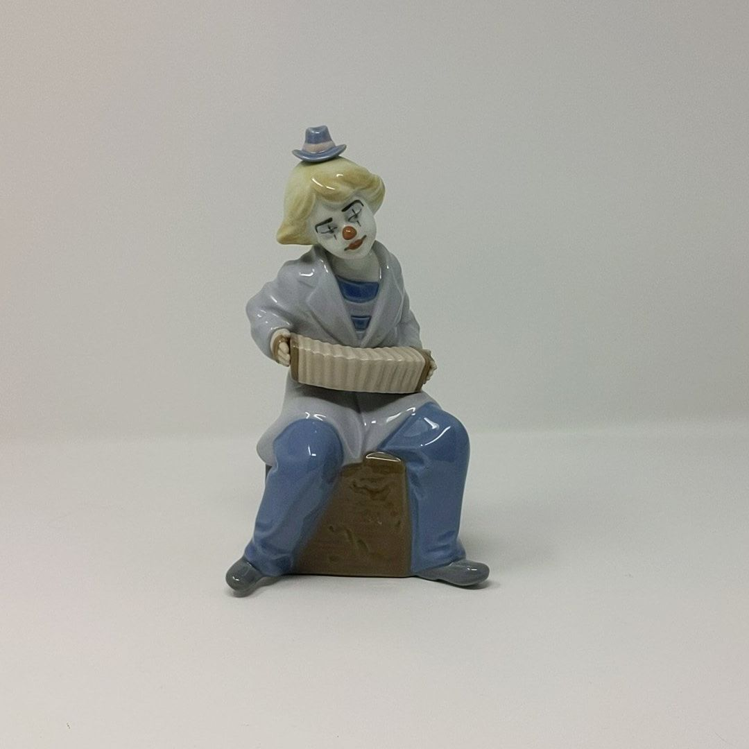 Nadal Porcelain Clown with Accordion #2382