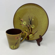 Load image into Gallery viewer, Pier 1 Tranquil Gold Plates & Cups (Serves 4)