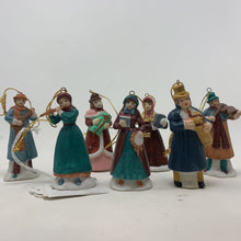 Load image into Gallery viewer, Porcelain Carolers set of 6