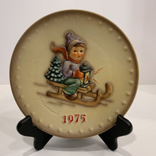 Load image into Gallery viewer, M. J. Hummel Collector's Plate- 1975