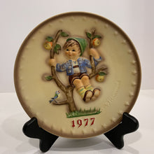 Load image into Gallery viewer, M. J. Hummel Collector's Plate- 1977