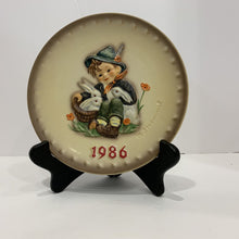 Load image into Gallery viewer, M. J. Hummel Collector's Plate- 1986