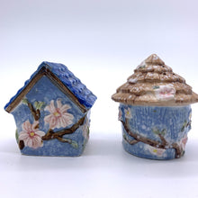 Load image into Gallery viewer, Summer Living Birdhouse Salt and Pepper Shakers
