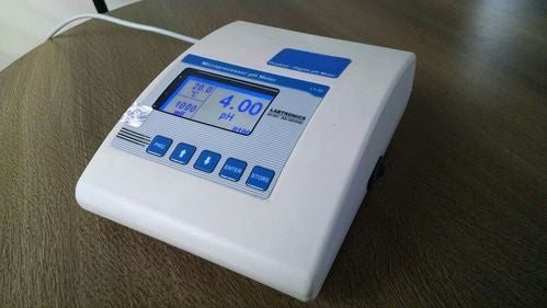 MICROBASED PH/TEMPERATURE/MV METER (GRAPHICAL DISPLAY)