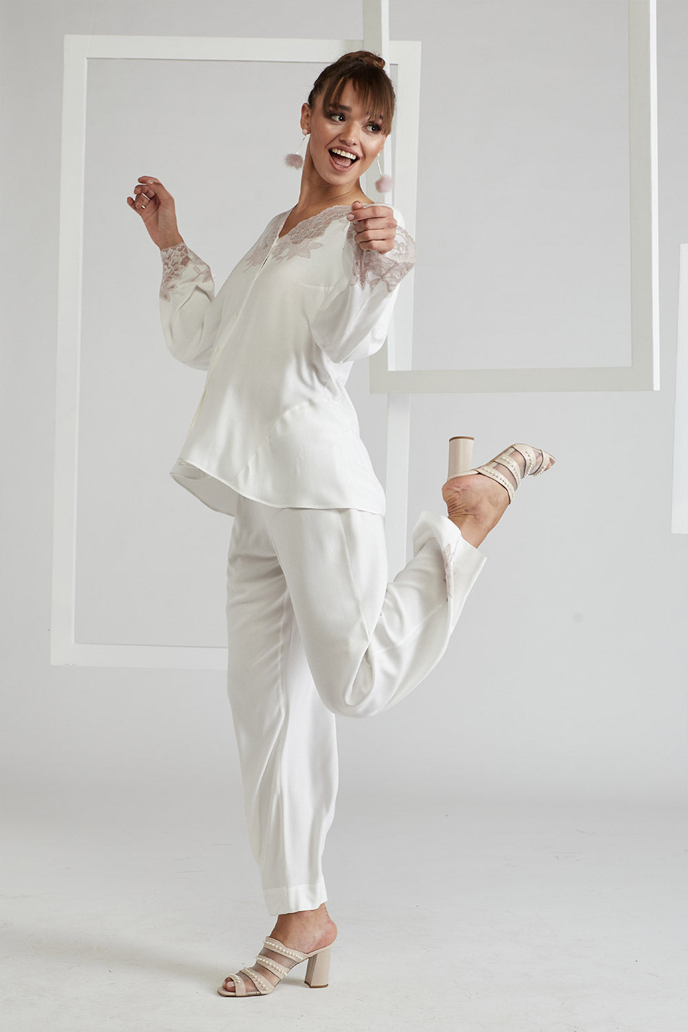 Trimmed Full Buttoned Rayon Pyjama Set - Big Rose ( Powder) Off White
