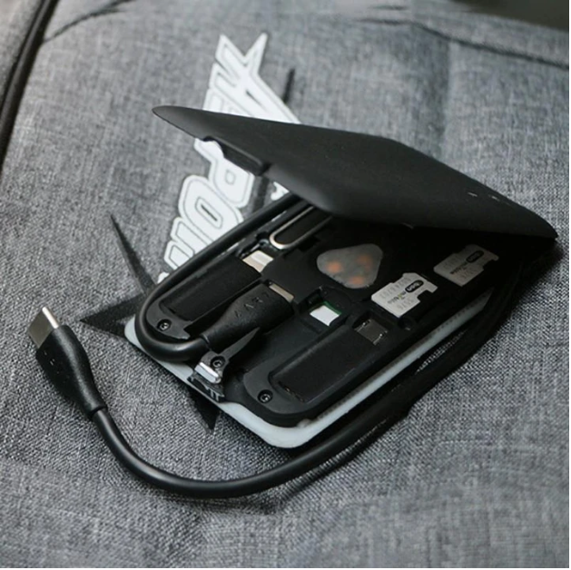 Multifunctional tool card for mobile phone