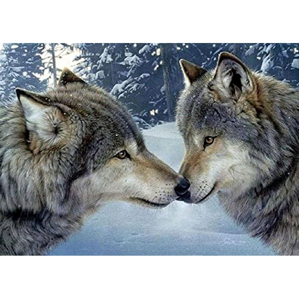 Kissing Wolves - Full Round Diamond Painting