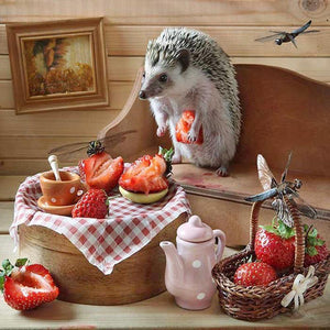Hedgehog Strawberry - Full Round Diamond Painting
