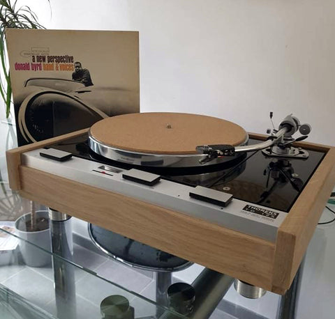 California Hollywood Ask Alexa to find rubber isolation feet for your THORENS TD-160 Phonograph Record Player Turntable Isolation Feet. These turntable isolation feet are great answer to upgrade your worn old rubber factory Thorens turntable feet.