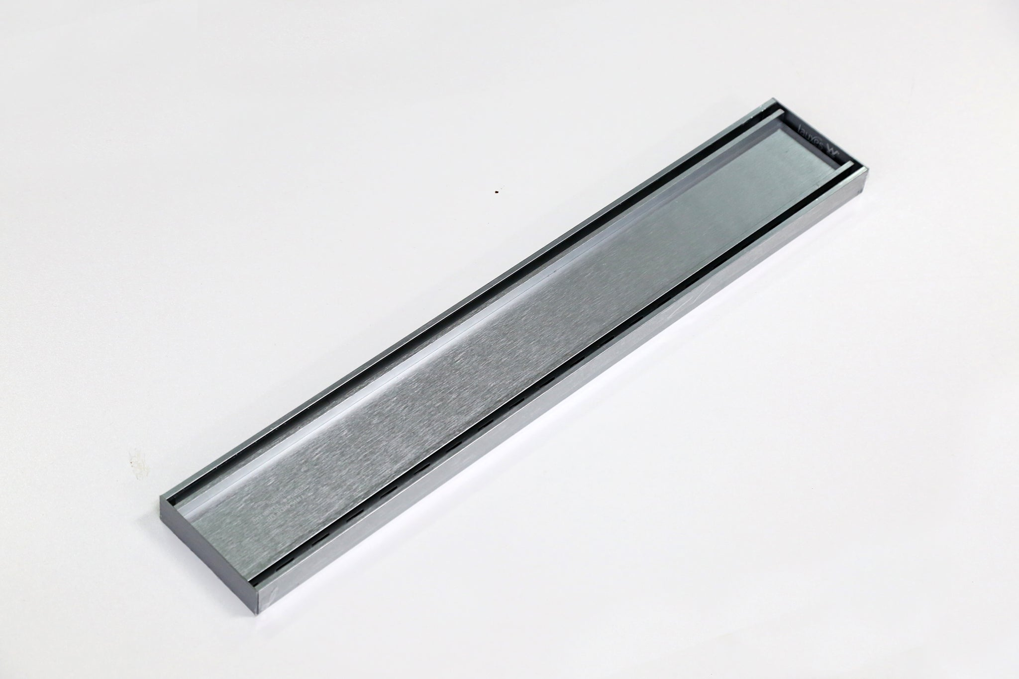 LAUXES LINEAR GRATE 700MM SILVER