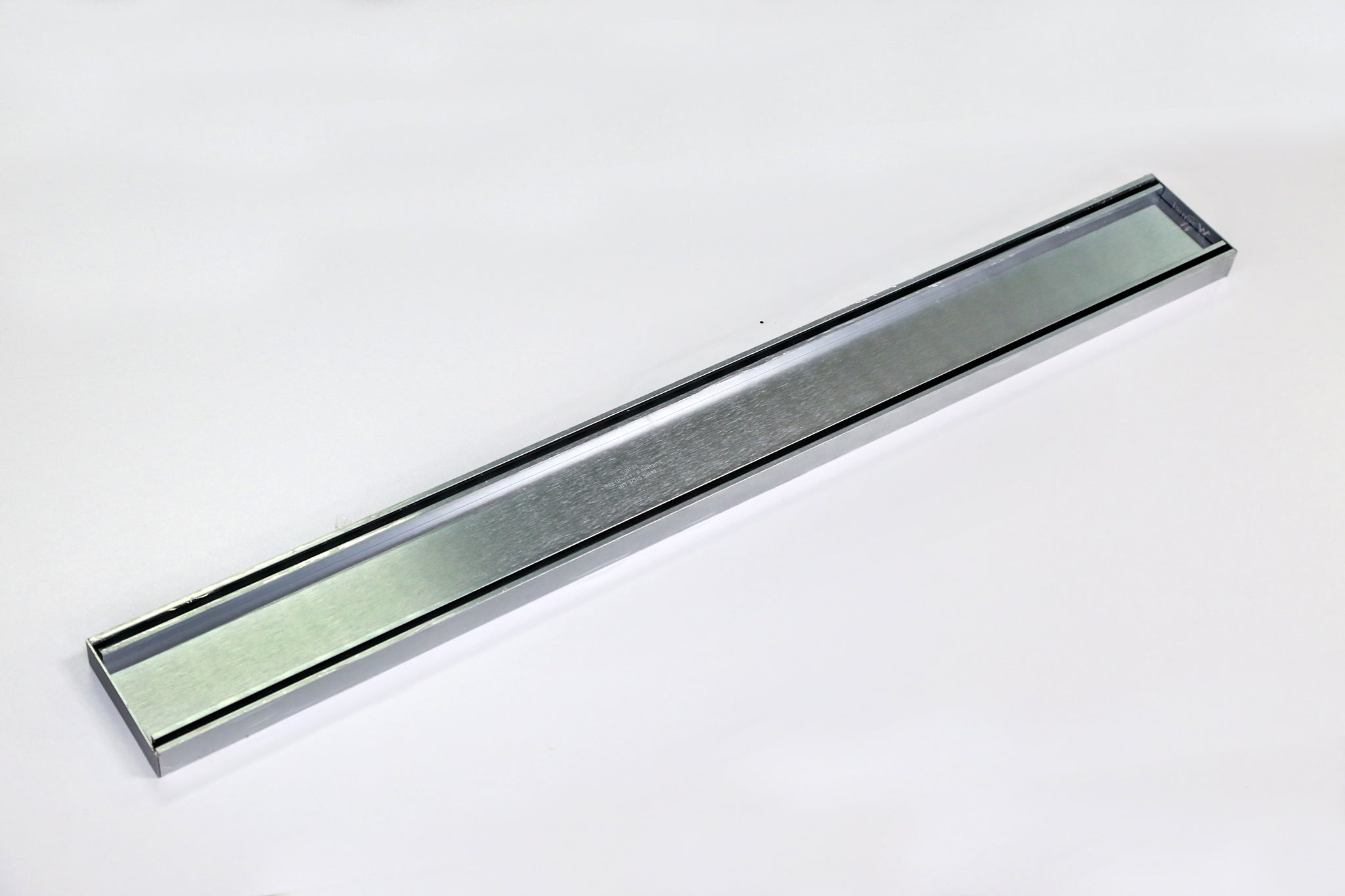 LAUXES LINEAR GRATE 900MM SILVER