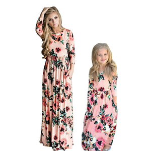 Mother Daughter Bohemian Maxi Dress Family Matching Outfits 2019 Fashion Mommy and Me Floral Long Dress Family Fitted