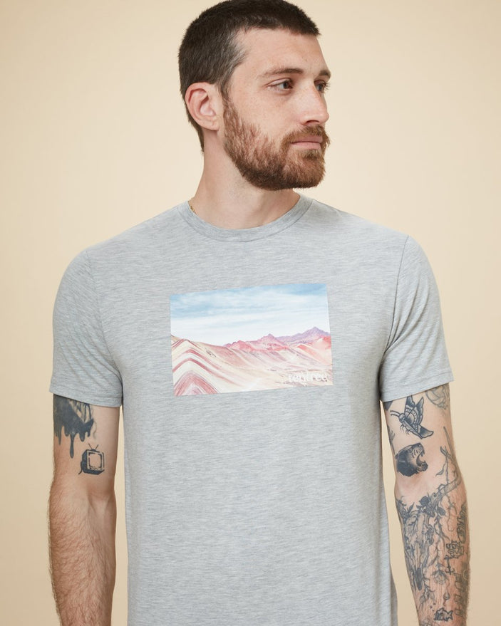 Image of product: Peru Rainbow Mountain T-Shirt für Herren
