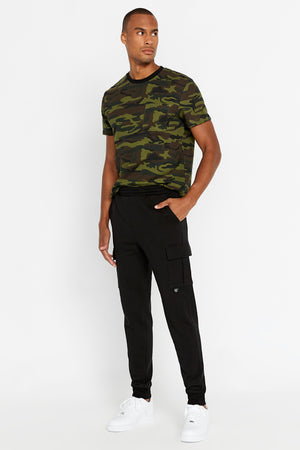 Men wearing drawstring pant with cargo pockets. Elastic band closing at hem