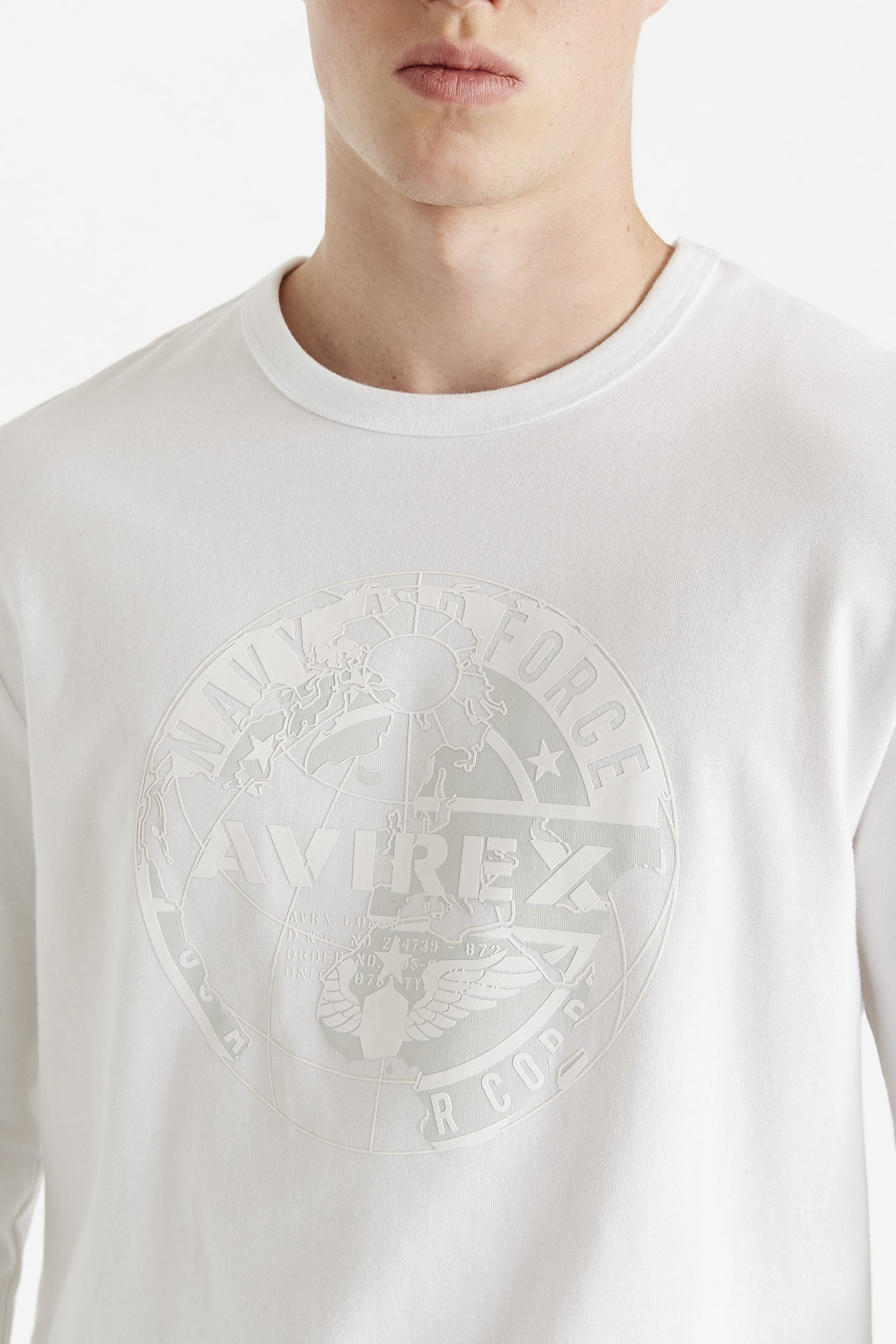 Detailed view of white round logo graphic print on chest