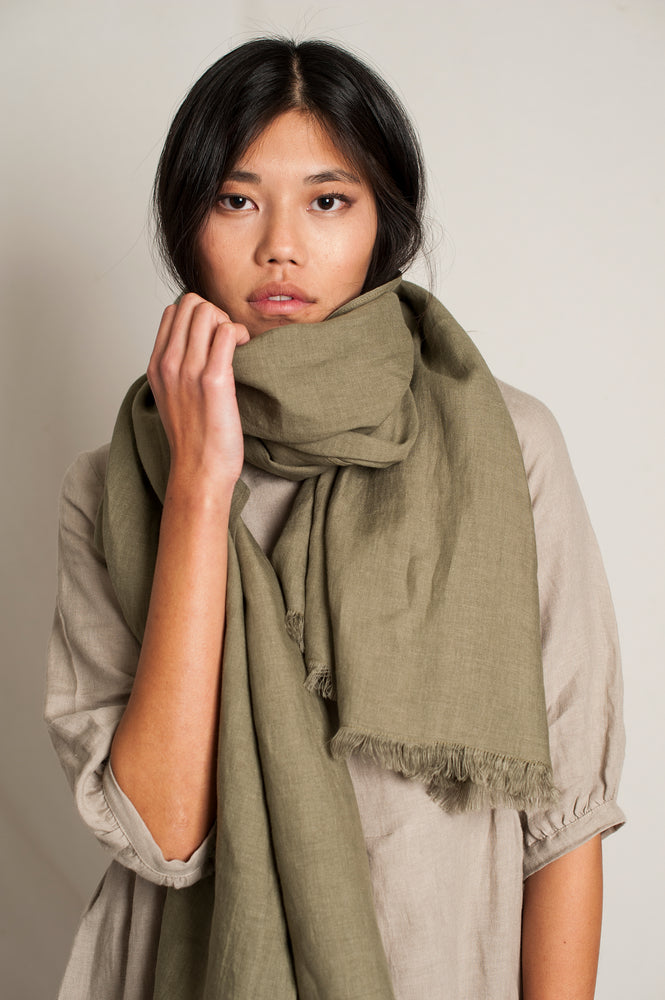 L'Envers - Sylvie Linen Scarf - 100% French linen - Color Kaki - Preview Picture