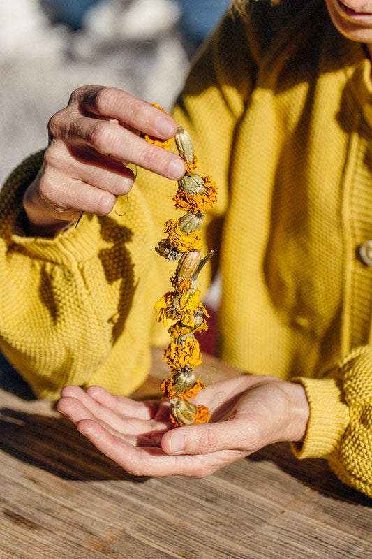 L'Envers x Taller Silvestre collaboration - Botanical Dyes - Zoom GABY Cardigan in yellow 100% organic cotton, GOTS certificated