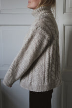 Load image into Gallery viewer, Fridag sweater - English