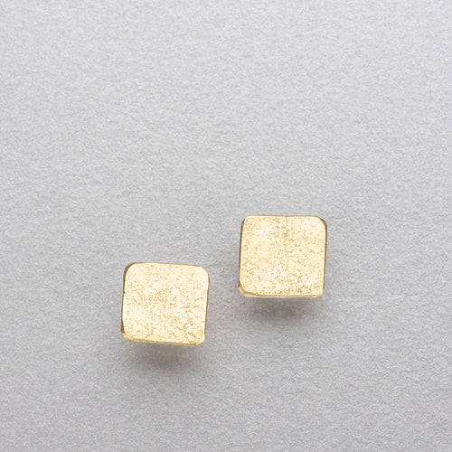 18ct gold studs.
