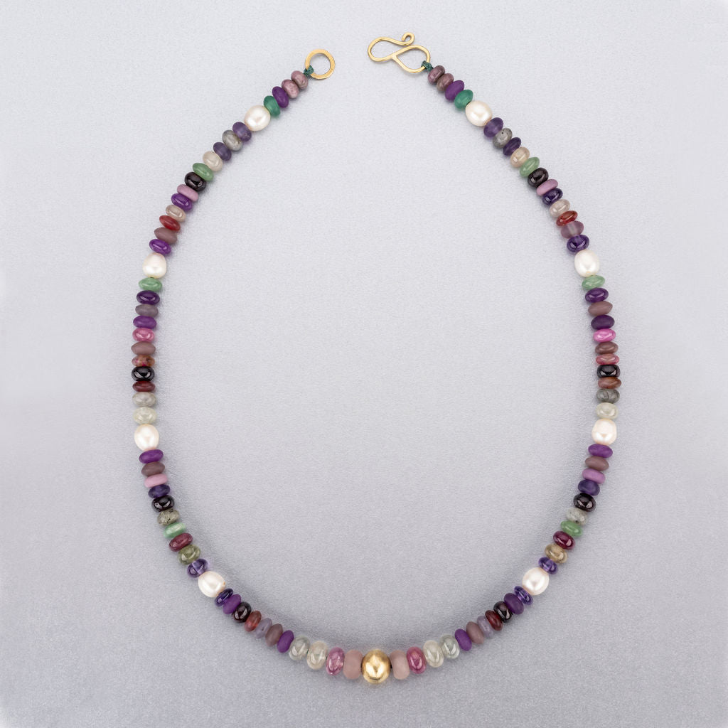 Beaded necklace with 18 ct gold bead and fastenings.