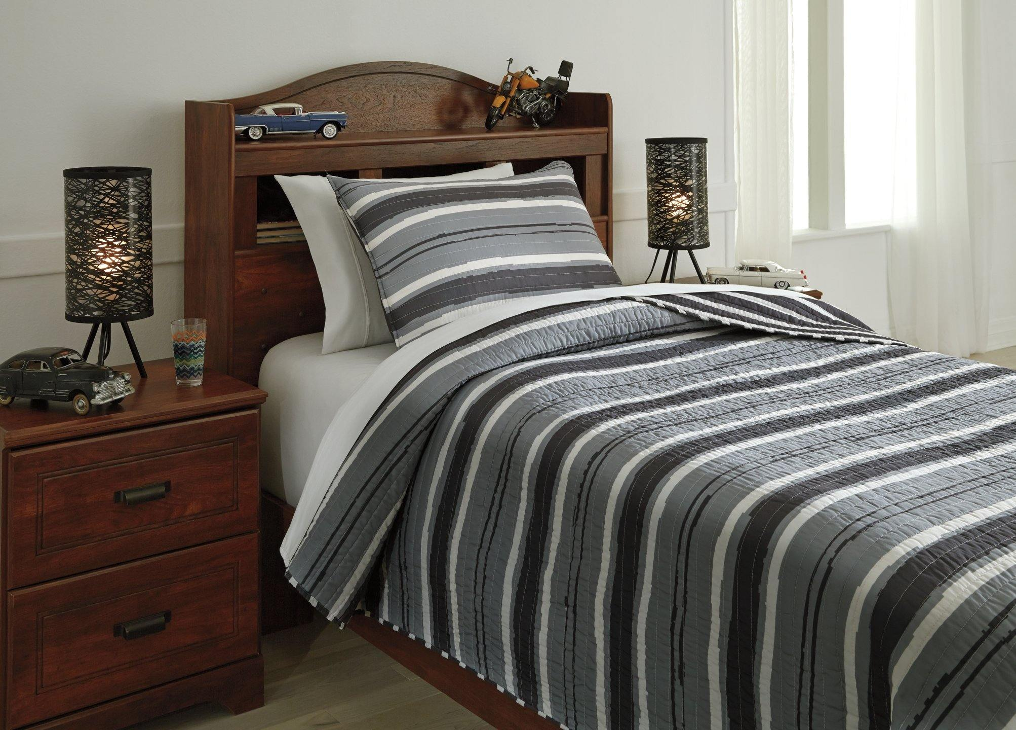 Merlin 2Piece Twin Coverlet Set Q420001T Gray/Cream Youth youth top of bed By ashley - sofafair.com