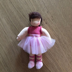Evi Ballerina Dark Hair