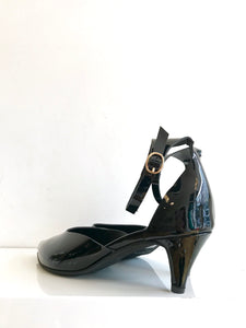 CUT SCOOP ANKLE STRAP