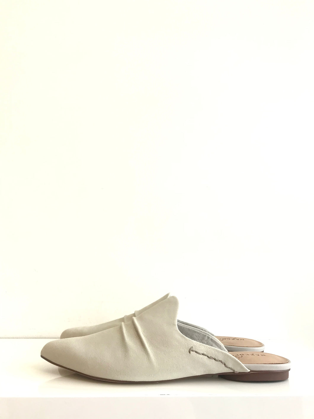 VERSUS - Pointed Toe Mule
