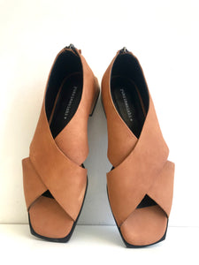EMIKO - Classic Opened-toe Flat Shoe in Light Matte Tan Leather