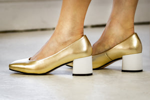 DAISY Gold Leather Pumps