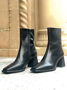 HEDDA Mid-High Black Leather Boot