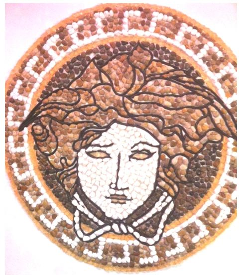 Medusa Rock Pebble Round Mosaic
