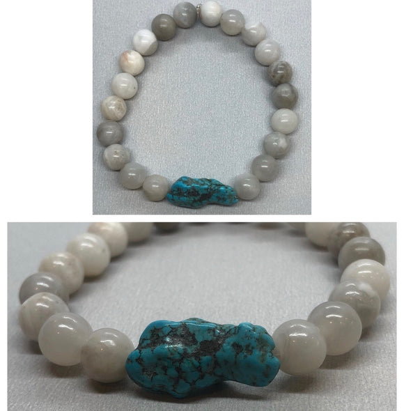 White Agate Crystal Beaded Bracelet with Turquoise Centrepiece