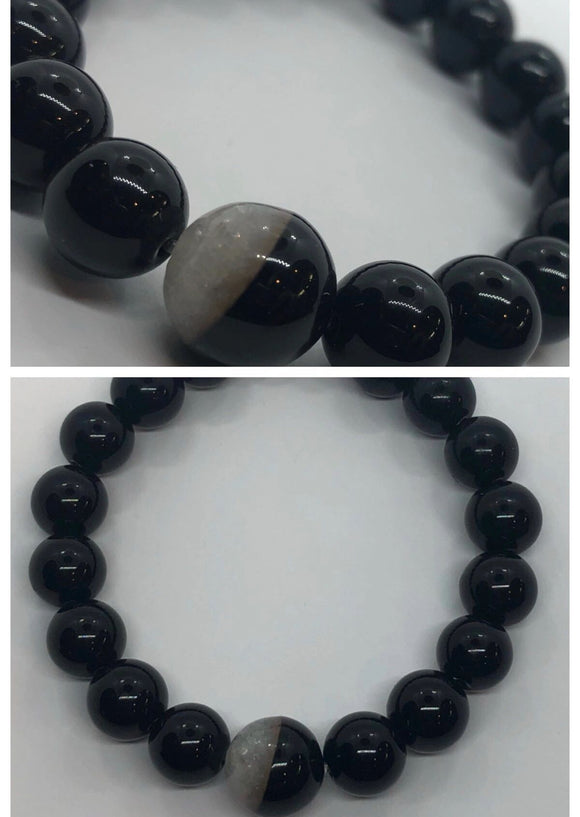 Black Onyx Crystal Beaded Bracelet with Agate Centrepiece
