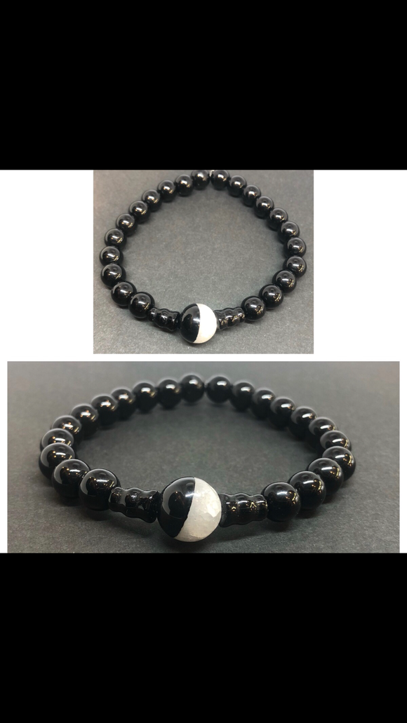 Black Obsidian Crystal Beaded Bracelet with Yin Yang Agate Centrepiece