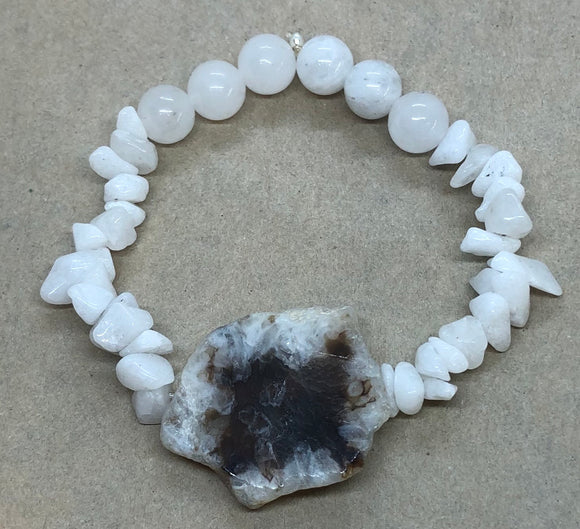 White Jade and Moonstone Crystal Beaded Bracelet with Agate Centrepiece