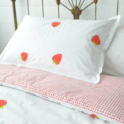 Cot bed - British Strawberry organic cotton duvet cover and pillowcase