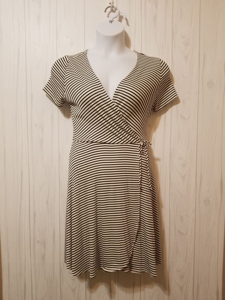 Everly Size Large Dress